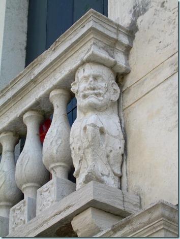 balcony troll
